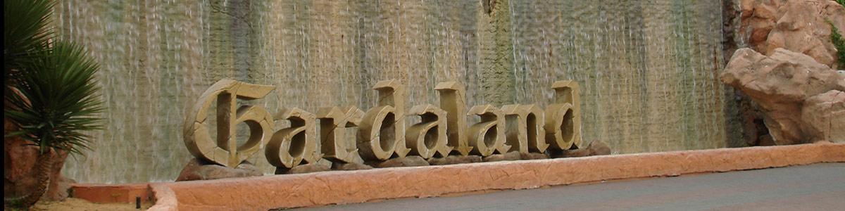 Gardaland  si trova a lazise sul lago di garda